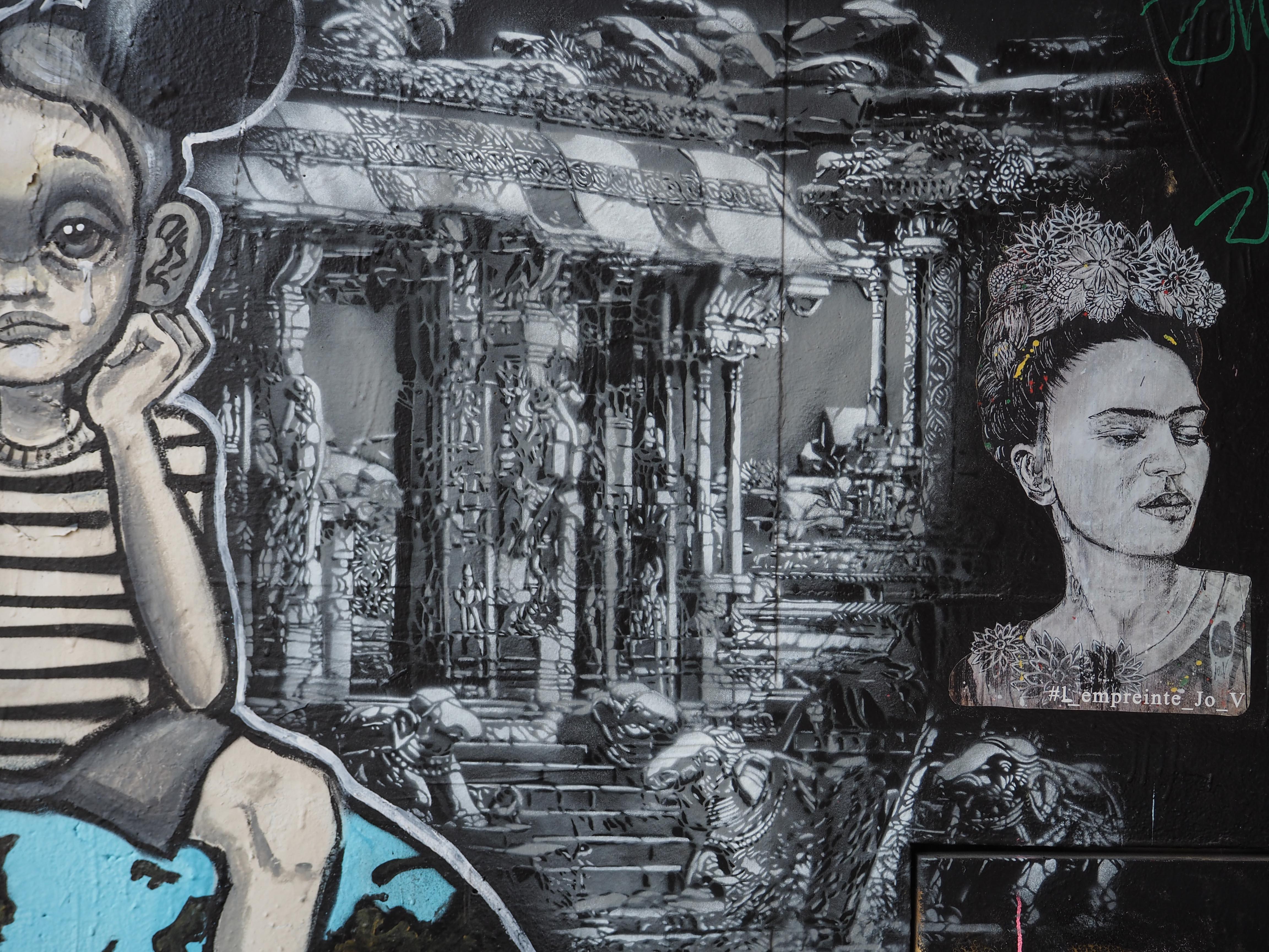 griechische Säulen von L´ Empreinte Jo V und angeschnittenes Kind von Lolie Darko