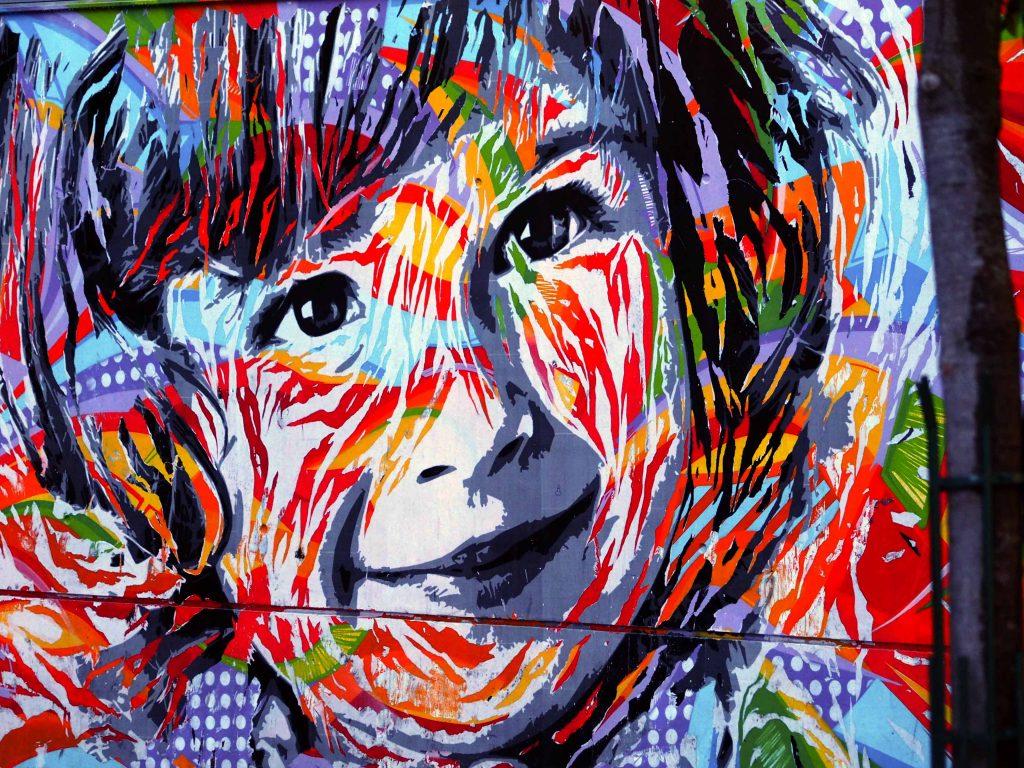 buntes Portrait eines Kindes