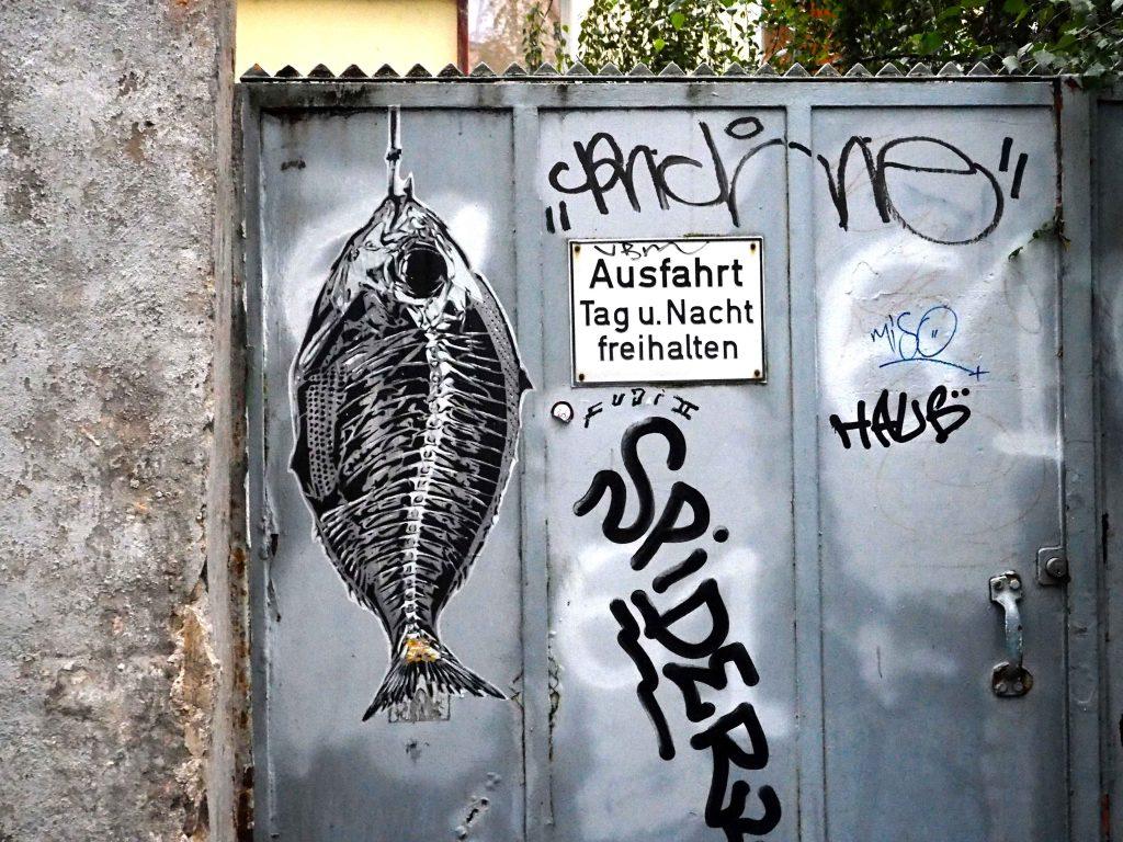 ein Fisch am Angelhaken