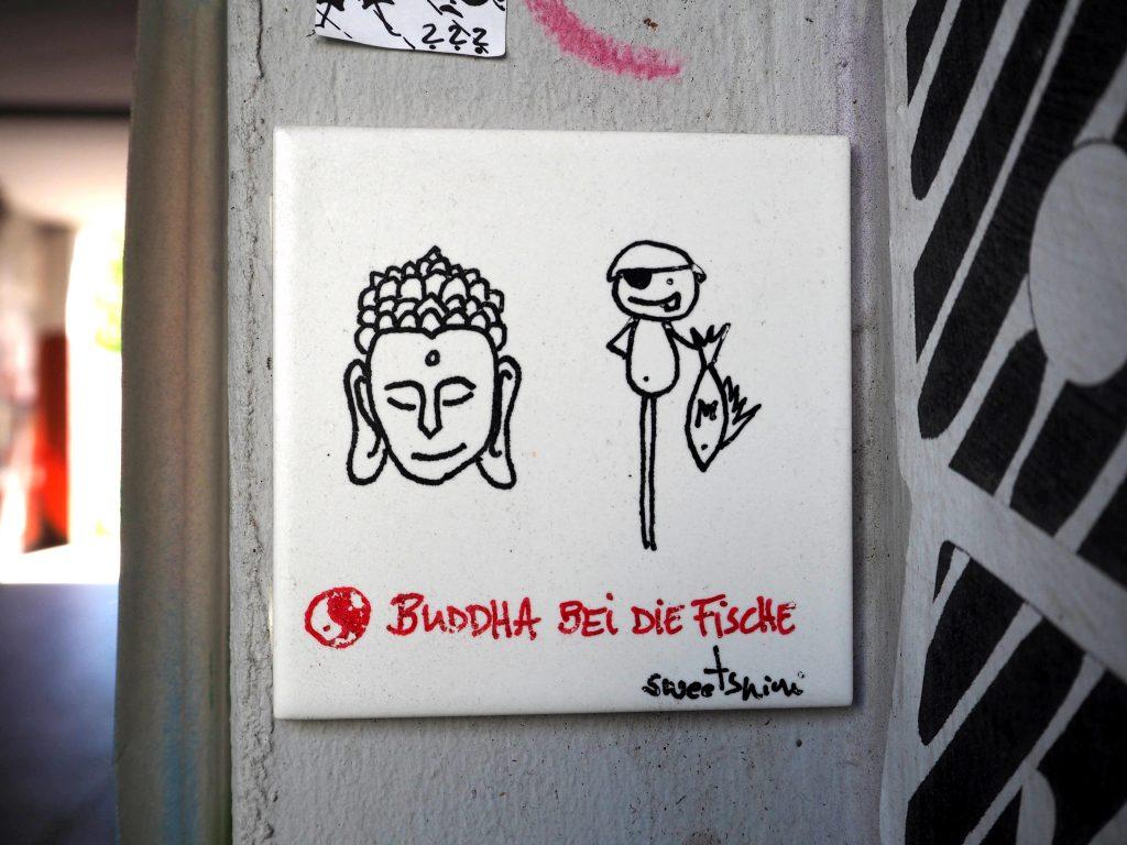 Buddha bei die Fische von Sweetsnini