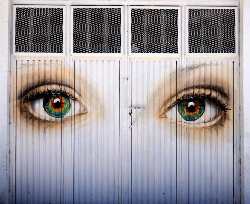 Der Blick aus zwei Augen, direkt auf mich.