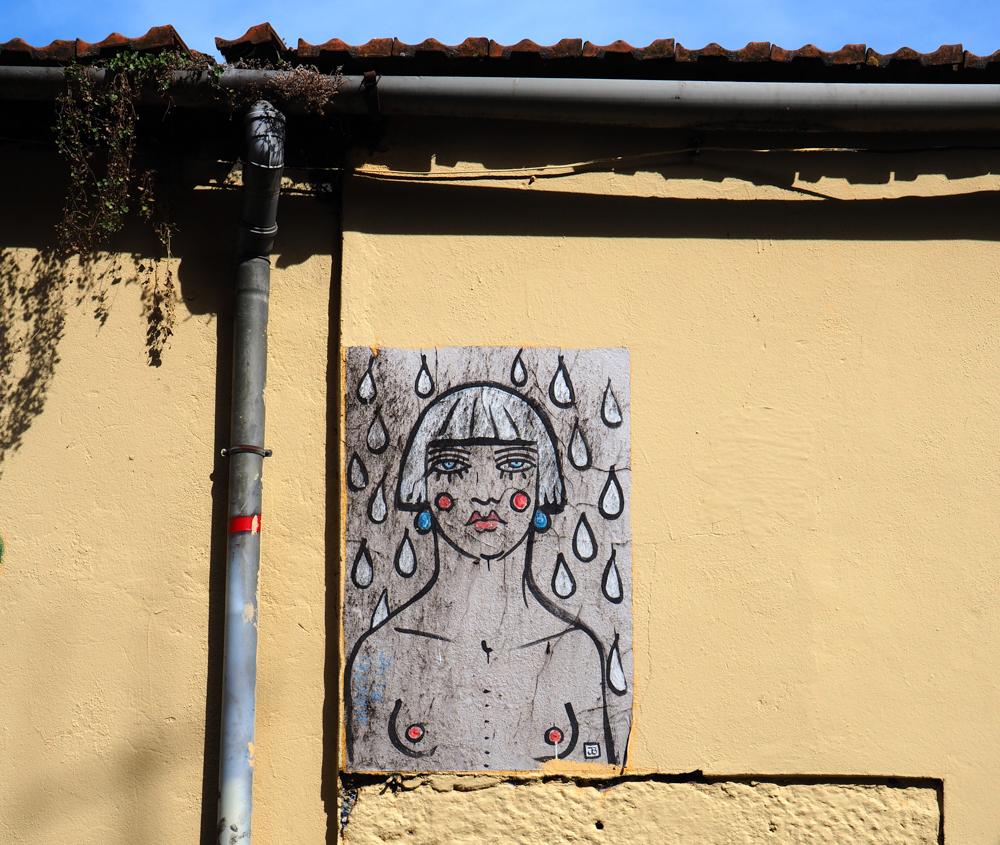 nackte Frau im Regen
