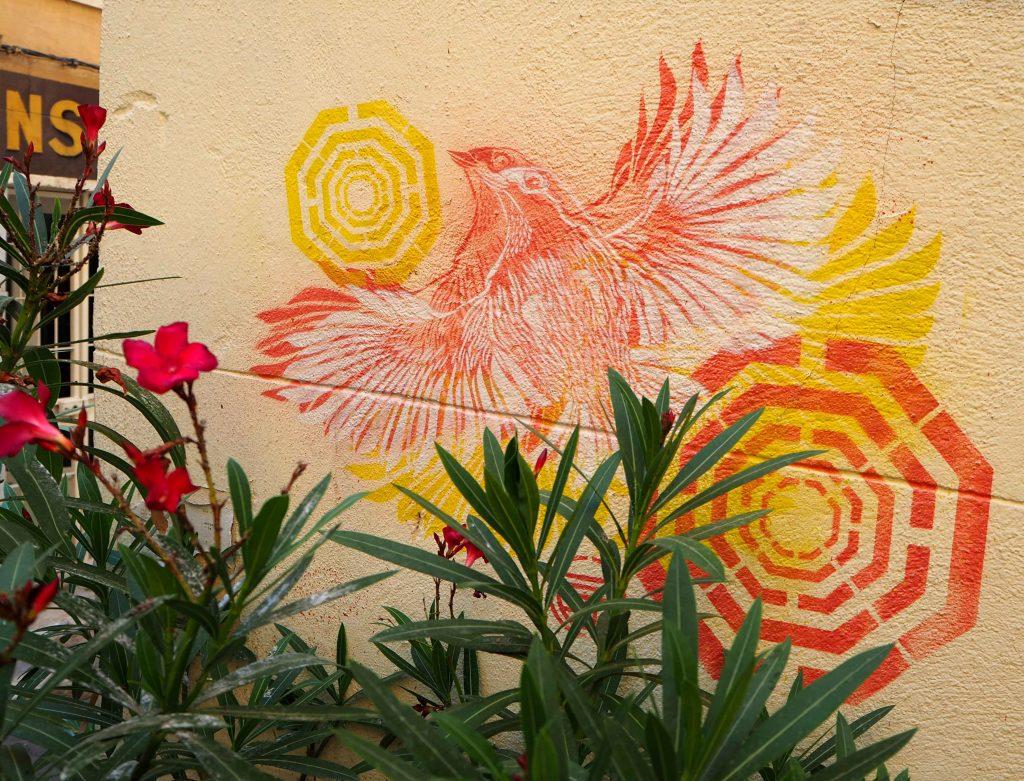 orangefarbener Vogel
