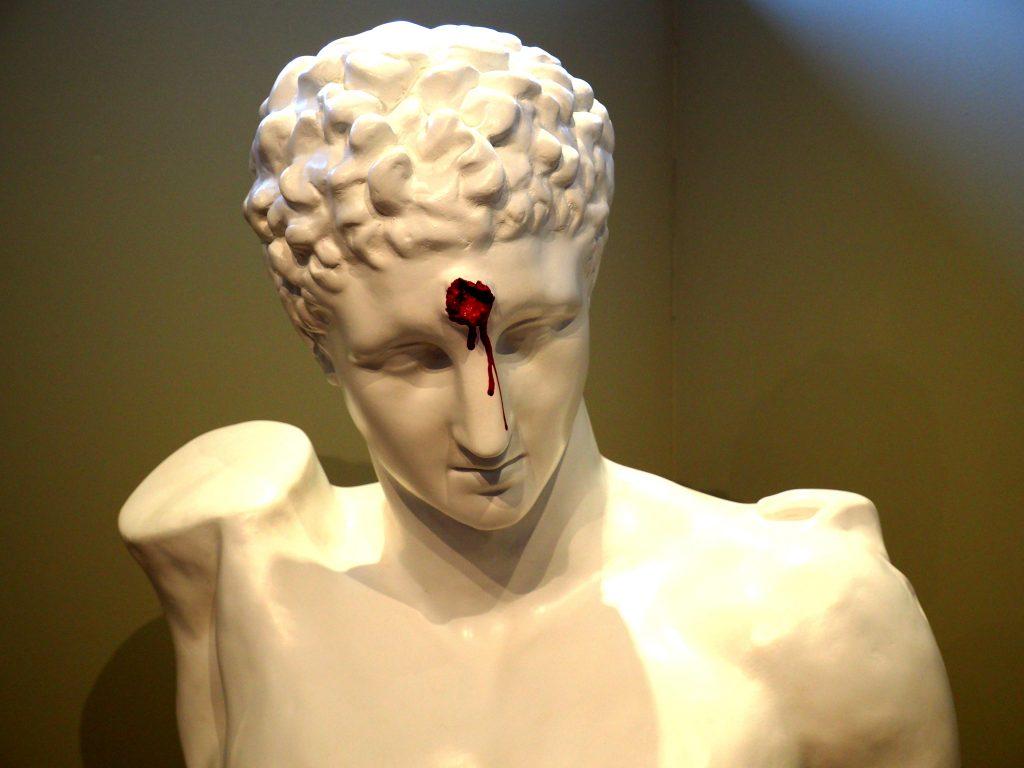 griechischer Gott mit Kopfschuß