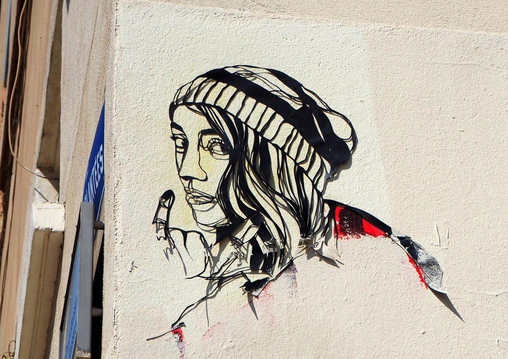 Frau mit Mütze