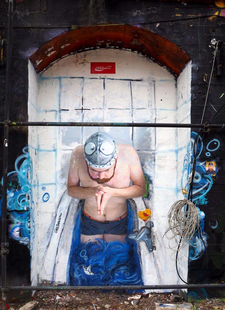 Schwimmer in der Badewanne