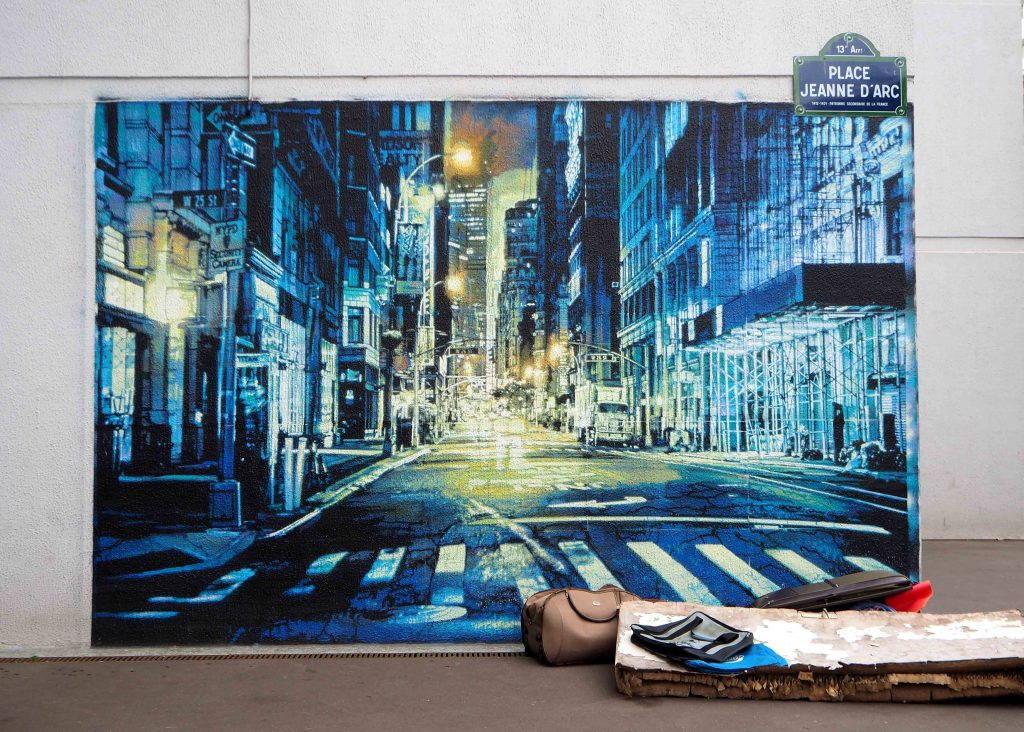 Mural mit Matratze davor