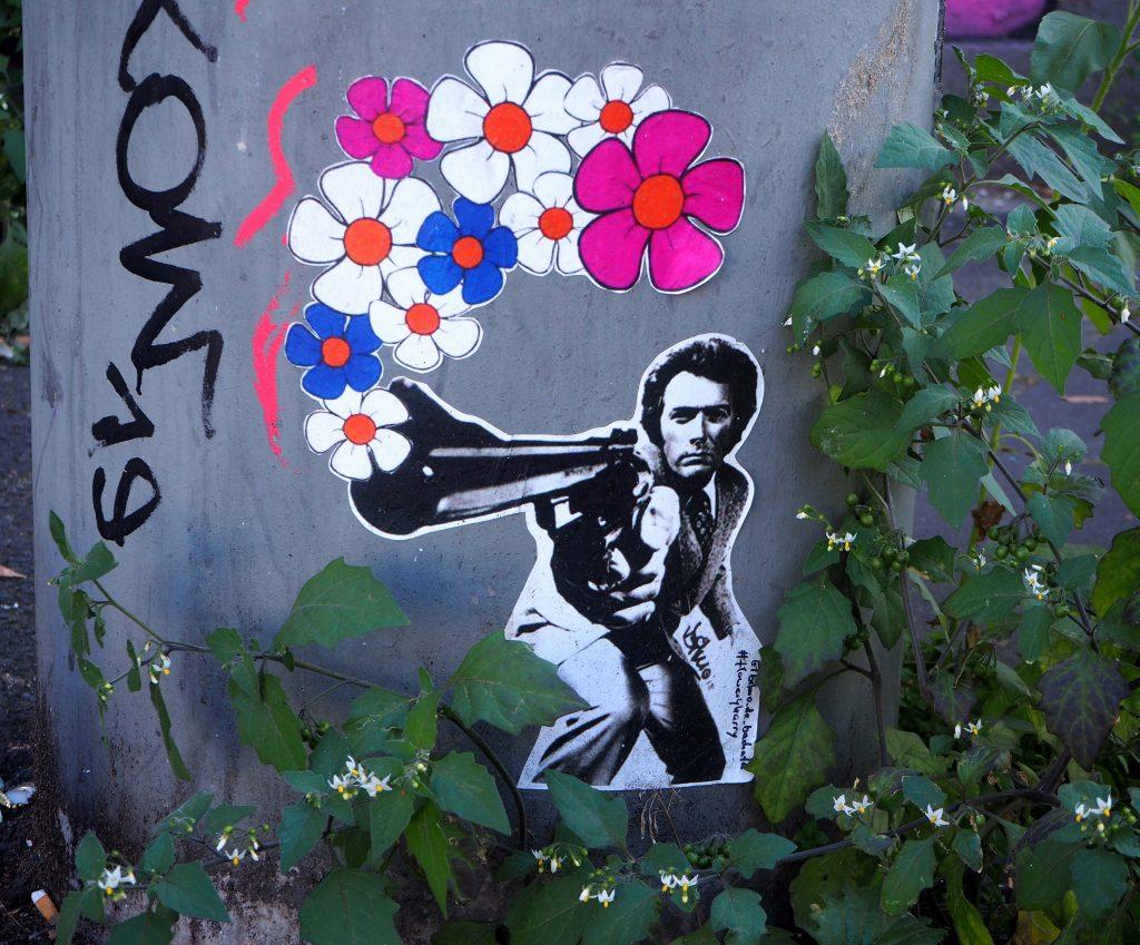 Clint Eastwood mit Pistole